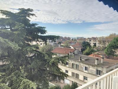 Avignon centre T4, dernier étage, plein sud .