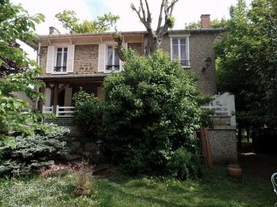 Magnifique demeure de mâitre des années 30 en meulière pleine de charme cette demeure est composée ...