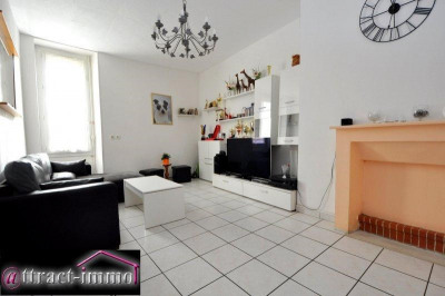 Appartement de type F2,1er étage, jardin privatif de 125 m²