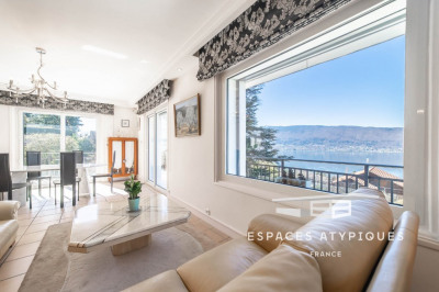 Prestigious villa with pool and lake view