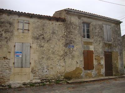 Sale house / villa Saint jean d'angély 54000€ - Picture 2