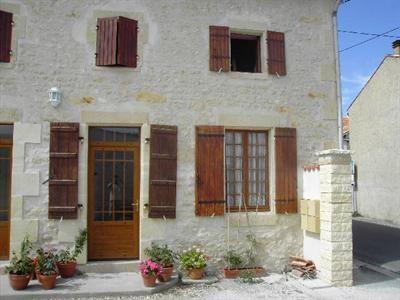 Vente maison / villa Saint-jean-d'angély 300600€ - Photo 3