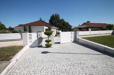 Plain pied de 2012,110 m² habitable, 4 pièces, plus bureau