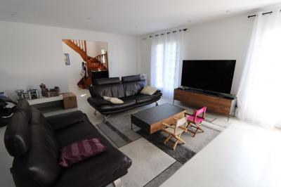 Maison T8 rénovée de 180 m², jardin avec terrasse