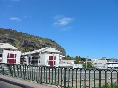 Appartement de type F3 proche Barachois