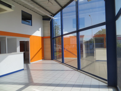 Local commercial 361 m²