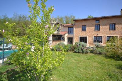 Beaujolais, propriété en pierre rénovée, 280 m² habitables