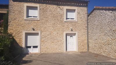Maison en pierre T 4 avec cour et terrasse