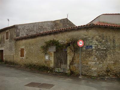 Sale house / villa Saint jean d'angély 54000€ - Picture 3