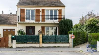 Maison INDIVIDUELLE sur 366 m² de terrain