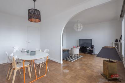 Boulogne - PORTE DE ST CLOUD. Au 8ème étage d'un immeuble bien entretenu avec gardienne, cet appartement  ...