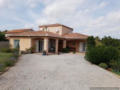 Au calme, villa avec garage, piscine et terrain