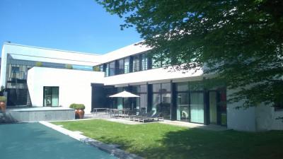 Villa d'architecte avec piscine - 8 pièces