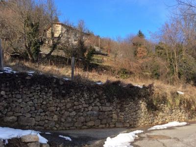 Terrain constructible d'une superficie de 600 m² sur le vill