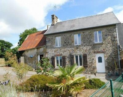Maison en pierre avec jardin - Au calme