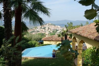 Belle villa Provençale avec vue sur le village