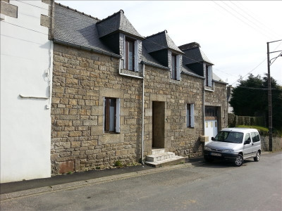 Stone-built property 3 rooms, 82 m² - Plounerin (22780)