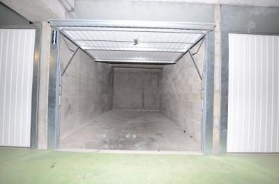 Garage en sous-sol ferme