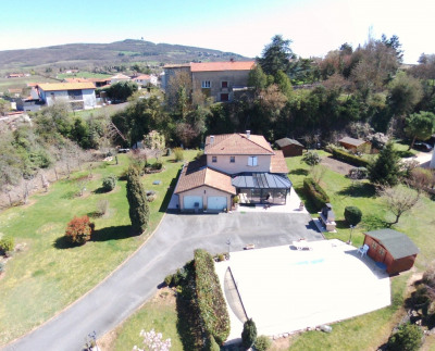Villa of 147m2 on plot of 3000m2 with swimming pool.
