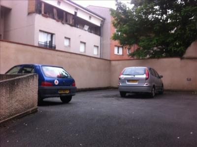 Parking dans cour fermée