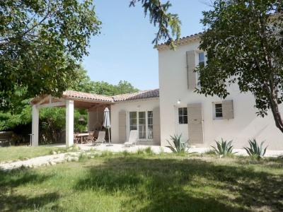 Villa d'environ 152 m² sur une parcelle de 1326 m² avec piscine