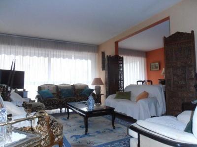 A VENDRE APPARTEMENT 4 Pièces, 98m², 26ème centenaire. Cet appartement traversant, est composé d'un séjou ...