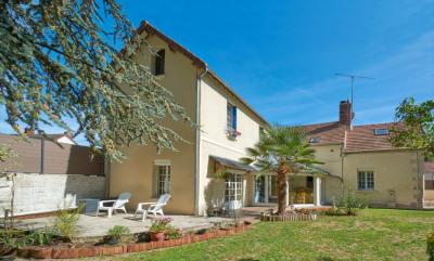 Maison Puiseux Le Hauberger 7 pièce (s) 200 m²