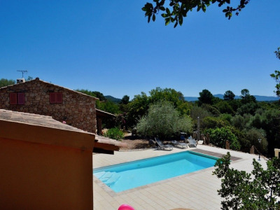 Villa de style bergerie avec piscine