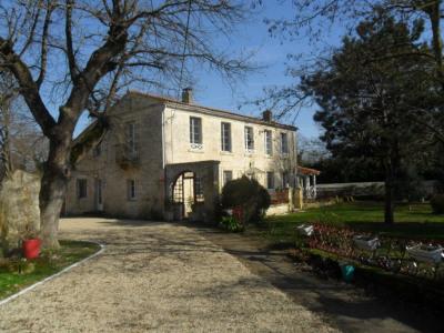 Maison Echillais 5 pièce (s) 220 m²