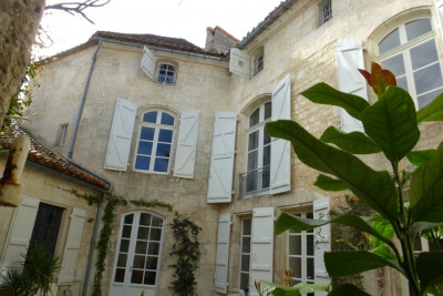 Centre historique d'angouleme demeure du xviii ème entièreme