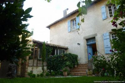 Maison vigneronne du 18ème avec jardin cave et garage