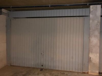 Garage aux beaux volumes