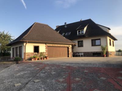 Maison spacieuse avec terrain - 9 pièces