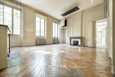 Rarissime plateau à usage d'habitation 157 m² carrez au sol