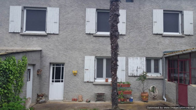 Maison de village T 4 avec jardin et dépendances