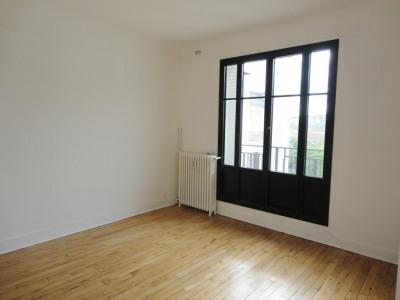Boulogne NORD - RUE PAU CASALS. DERNIER ÉTAGE - VUE DÉGAGÉE - LUMINEUX. Cet appartement dispose d'une ent ...