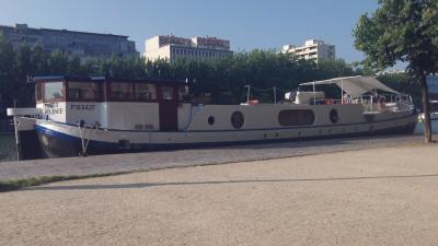 Péniche navigable - quartier gare