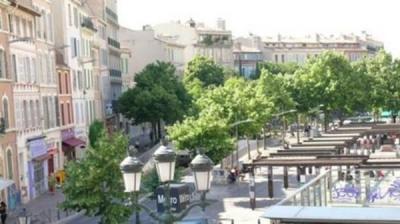 A louer appartement meublé Marseille 6° Quartier Cours Julien. En face du Métro Notre Dame du Mont, cet a ...