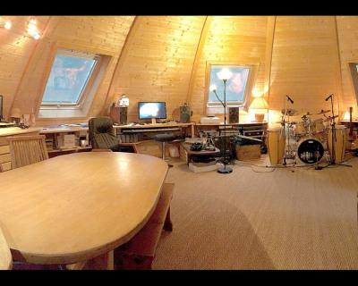 Beaux volumes pour cette maison bois domespace