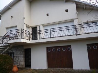 Appartement avec terrasse au 1er etage d'une maison a laloub