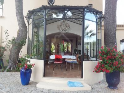 Villa T6 de 200 m2sur 5300m² de terrain Marseille 11ème Très