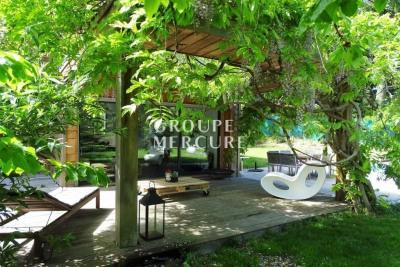 Maison contemporaine ave piscine, proche du lac et d'annecy