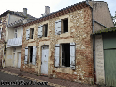 House to renovate in Sainte Livrade Sur Lot 6 rooms: 135 m²
