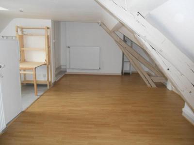 Magnifique Appartement T2 dernier étage CENTRE VILLE de TROY