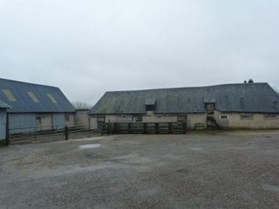 Ensemble de bâtiments agricoles proximité forges les eaux