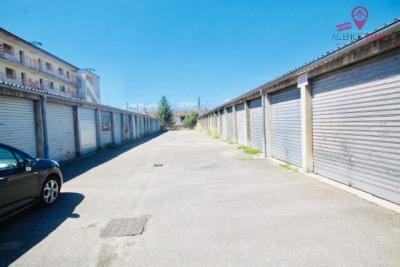 Grand garage en extérieur box ferme