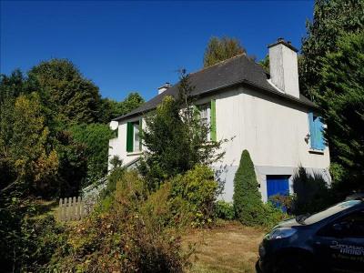 A NE PAS MANQUER Maison en pierre et parpaings en plein coeur d'un bourg, comprenant une cave, au rez-de- ...