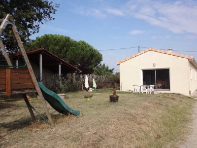 Villa T5 récente de plain-pied sur terrain de 725 m²