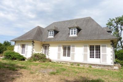 Vaste maison proche d'un bourg