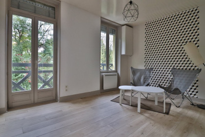 T3 of 54 m 2 entirely renovated with garage and garden.